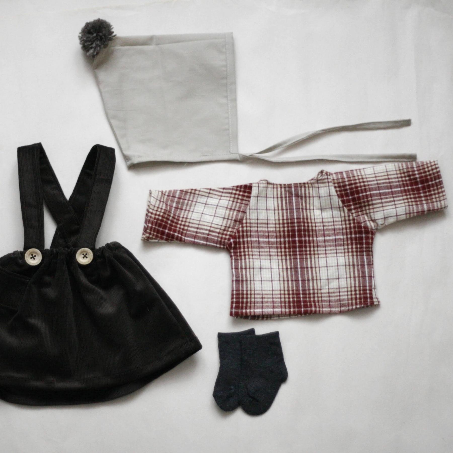 Set oblečení pro větší panenku B