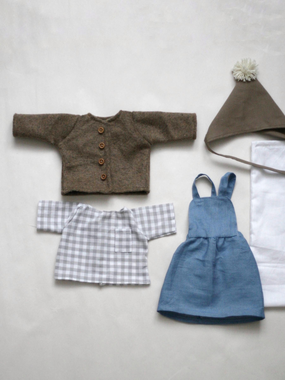 Set oblečení pro menší panenku D