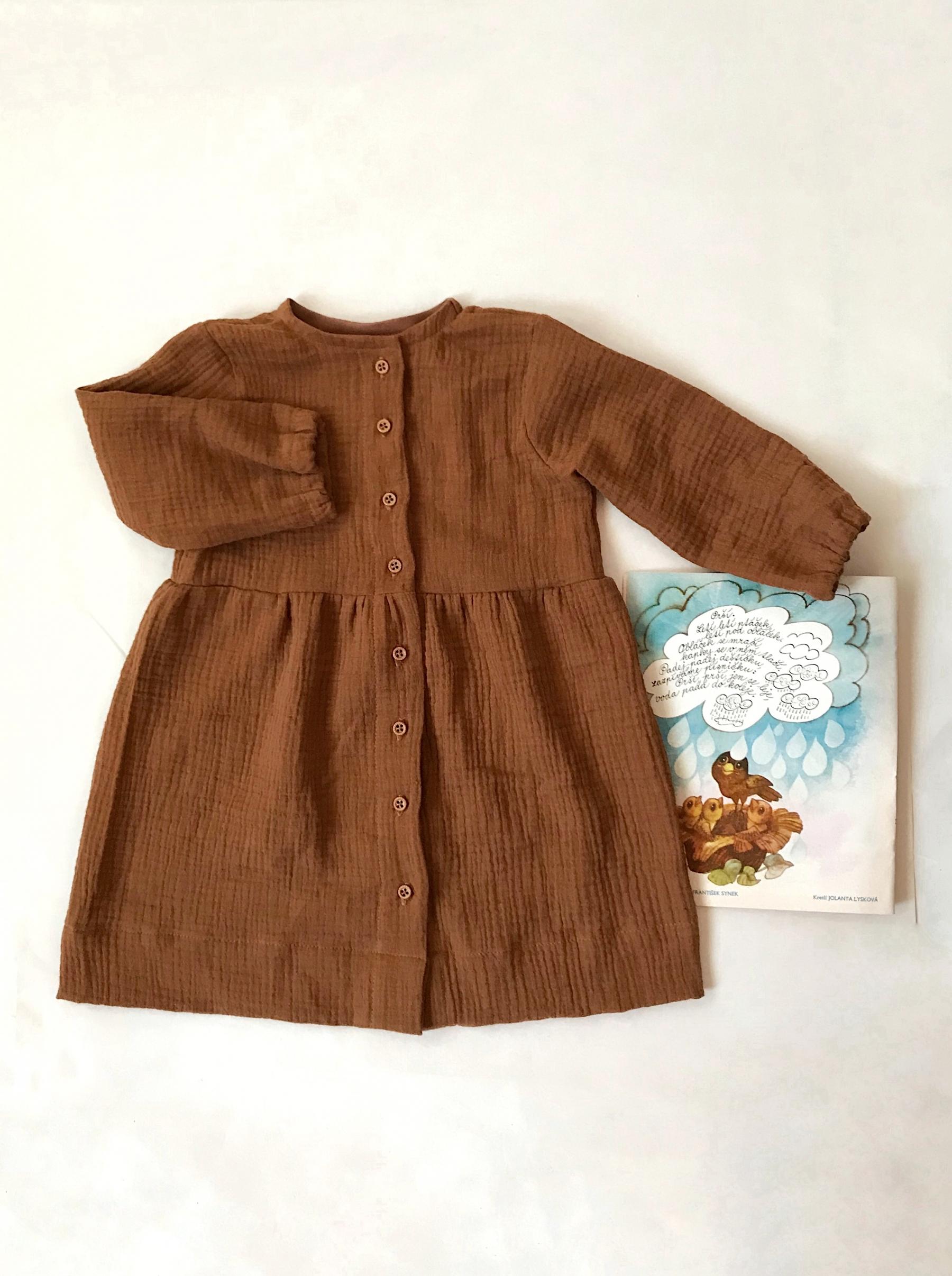 Mušelínové šaty tmavé
