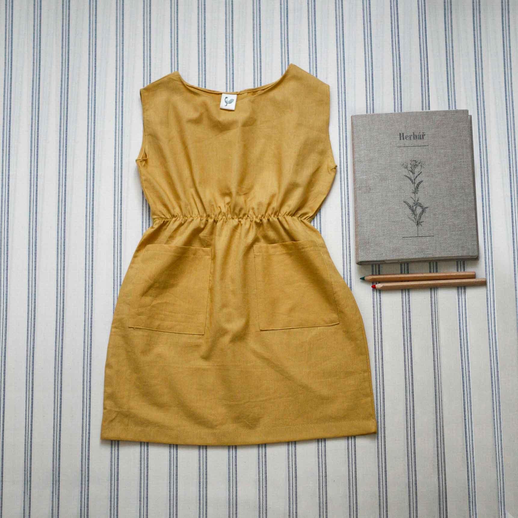Šaty starožluté